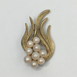 3/$30 Vintage Faux Pearl Abstract Brooch